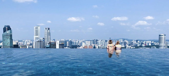Infinity pool at Marina bay