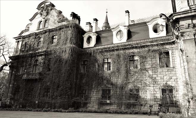 Moszna Castle legends